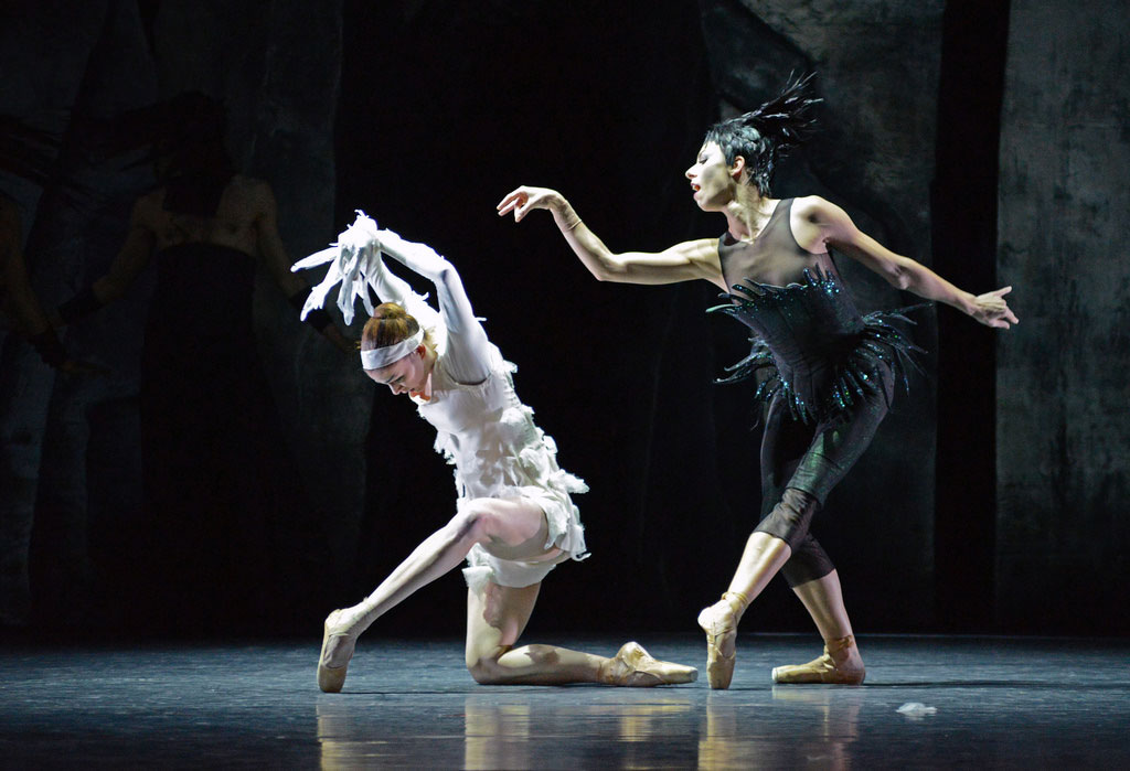 Anja Behrend (White Swan) and Maude Sabourin (Her Majesty of the Night) in <I>LAC</I>.<br />© Dave Morgan. (Click image for larger version)