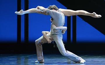 Oleg Gabyshev and Lyubov Andreyeva in Rodin.© Dave Morgan. (Click image for larger version)