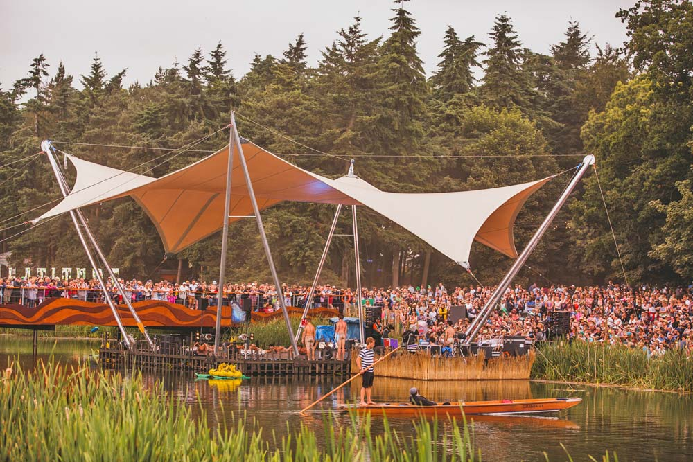 Lakeside at Latitude Festival.© Pooneh Ghana. (Click image for larger version)