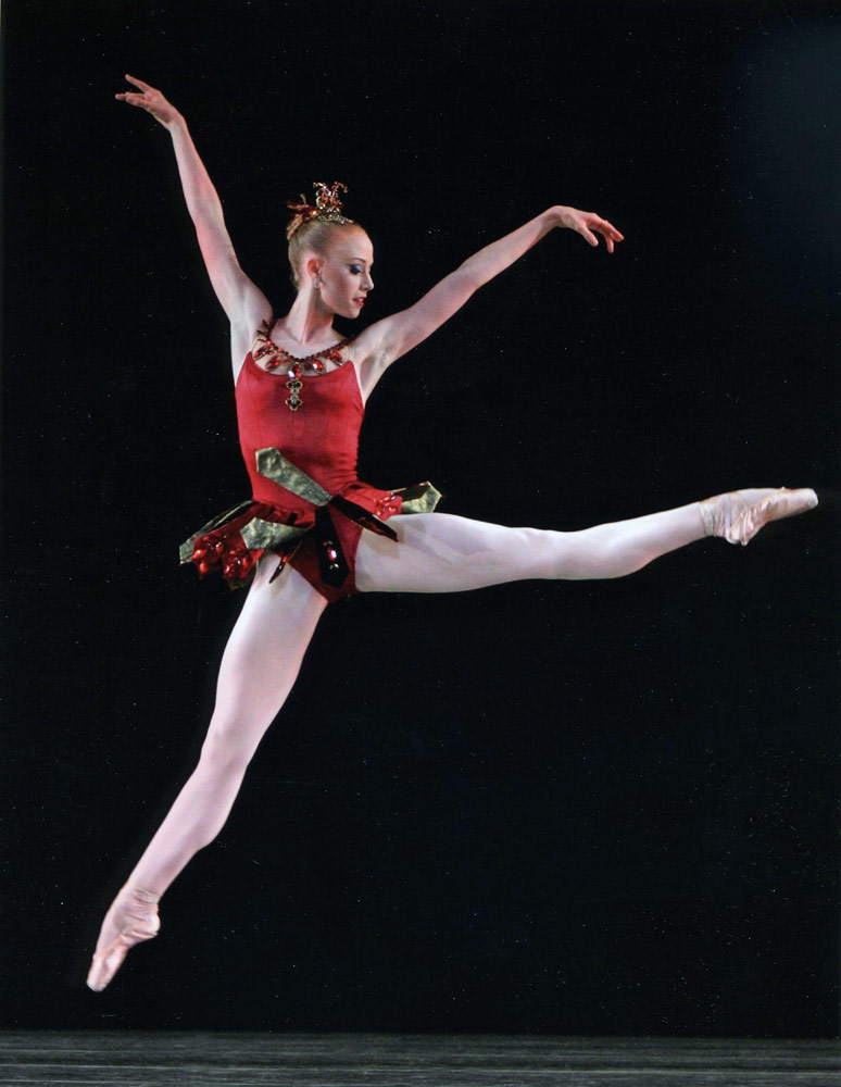 Teresa Reichlen in George Balanchine's <I>Rubies</I> from <I>Jewels</I>.<br />© Paul Kolnik. (Click image for larger version)