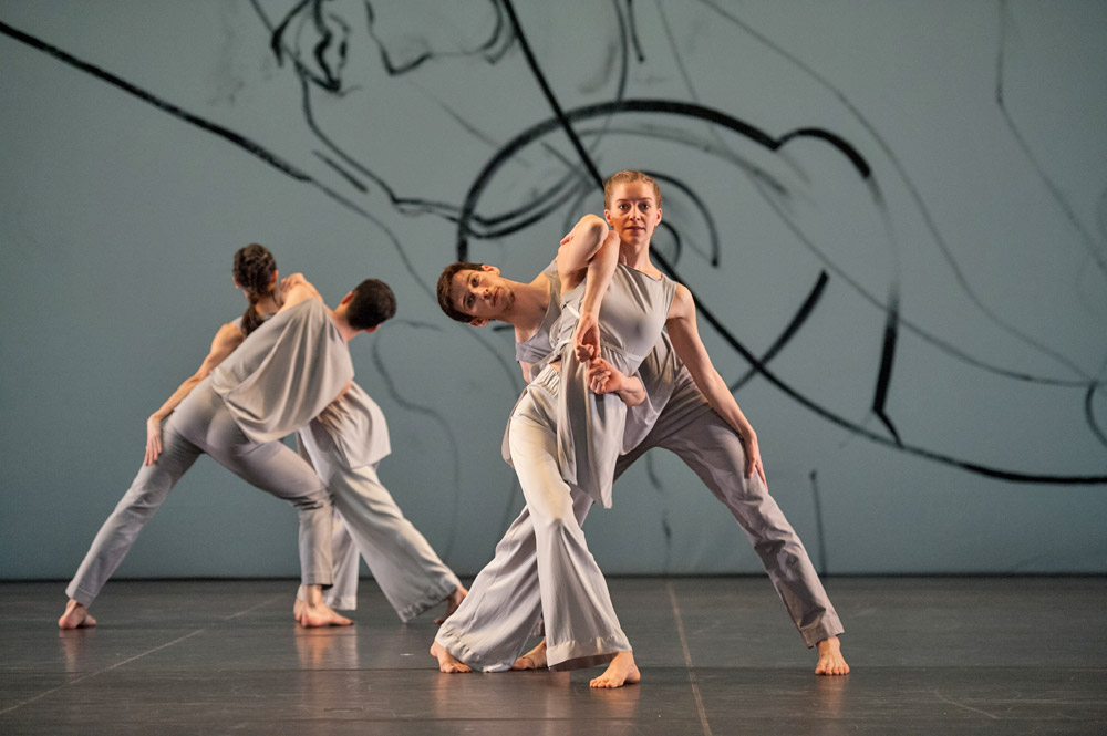 Trisha Brown Company in <I>Les Yeux et l'âme</I>.<br />© Stephanie Berger. (Click image for larger version)