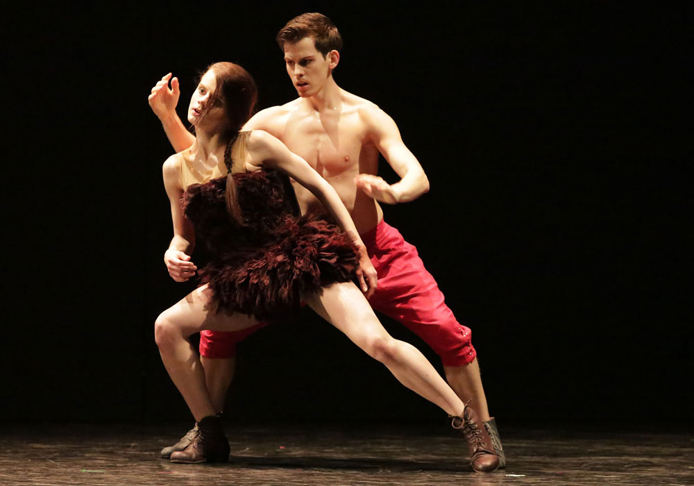 Paulina Wojtkowska and Daniel Flores Pardo in <I>Fun</I> by Izadora Weiss.<br />© Sebastian Cwikla. (Click image for larger version)