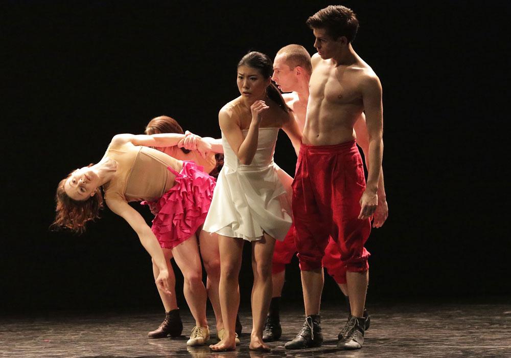 Baltic Dance Theatre in <I>Fun</I> by Izadora Weiss.<br />Dancers: Paulina Wojtkowska, Tura Gómez Coll, Sayaka Haruna, Michal Labus and Daniel Flores Pardo.<br />© Sebastian Cwikla. (Click image for larger version)