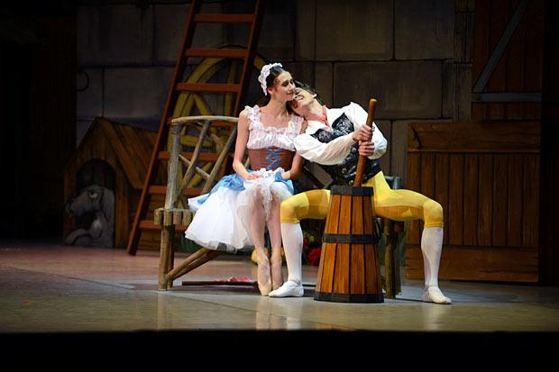 Anastasia Soboleva and Victor Lebedev in <I>La Fille mal gardée</I>.<br />© Stas Levshin. (Click image for larger version)