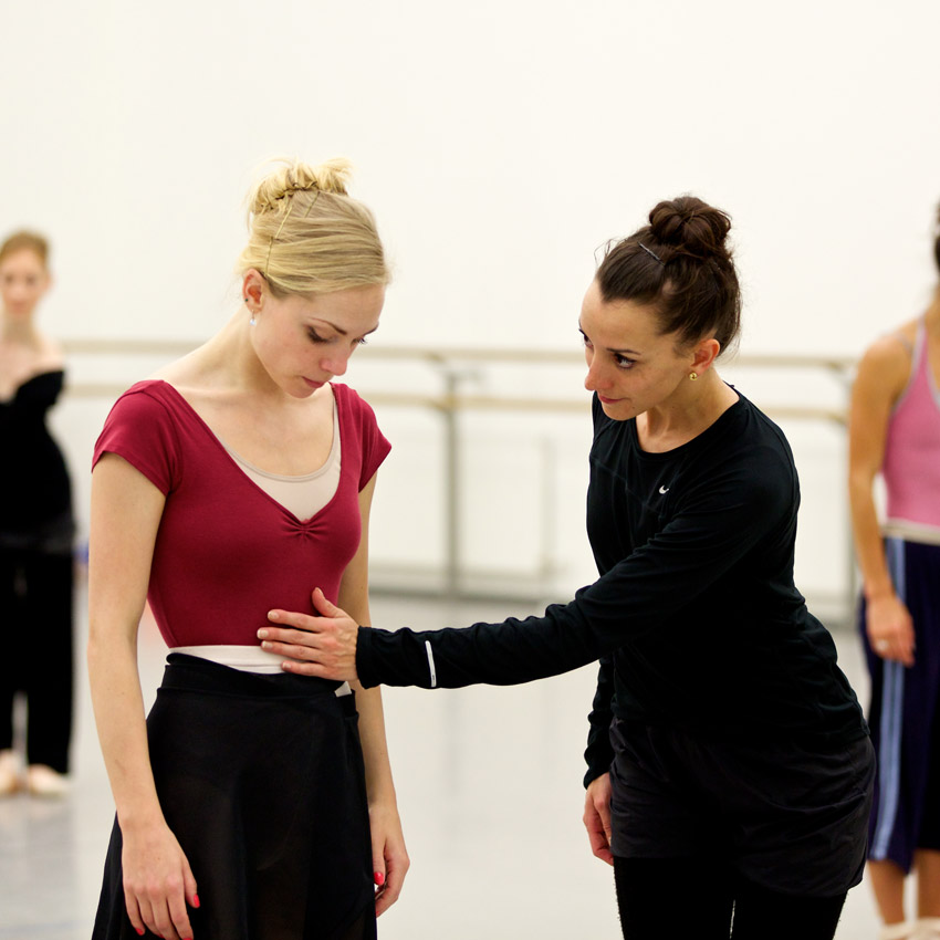 Bethany Kingsley-Garner and Luciana Ravizzi in rehearsals for Krzysztof Pastor's <I>Romeo and Juliet</I>.<br />© Andy Ross. (Click image for larger version)