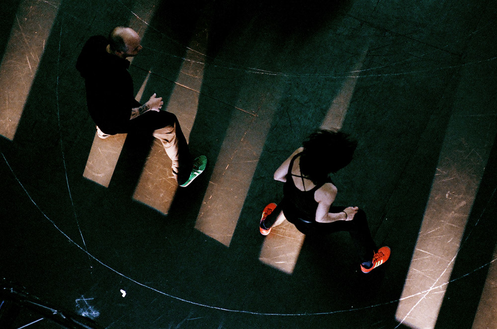Rosas in Anne Teresa De Keersmaeker's Vortex Temporum.© Anne Van Aerschot. (Click image for larger version)