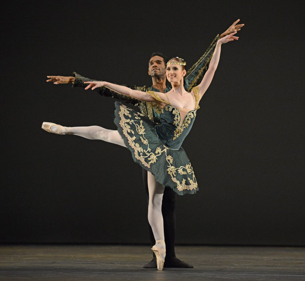 Alison McWhinney and Junor Souza in the pas de deux from Esmeralda.© Dave Morgan. (Click image for larger version)