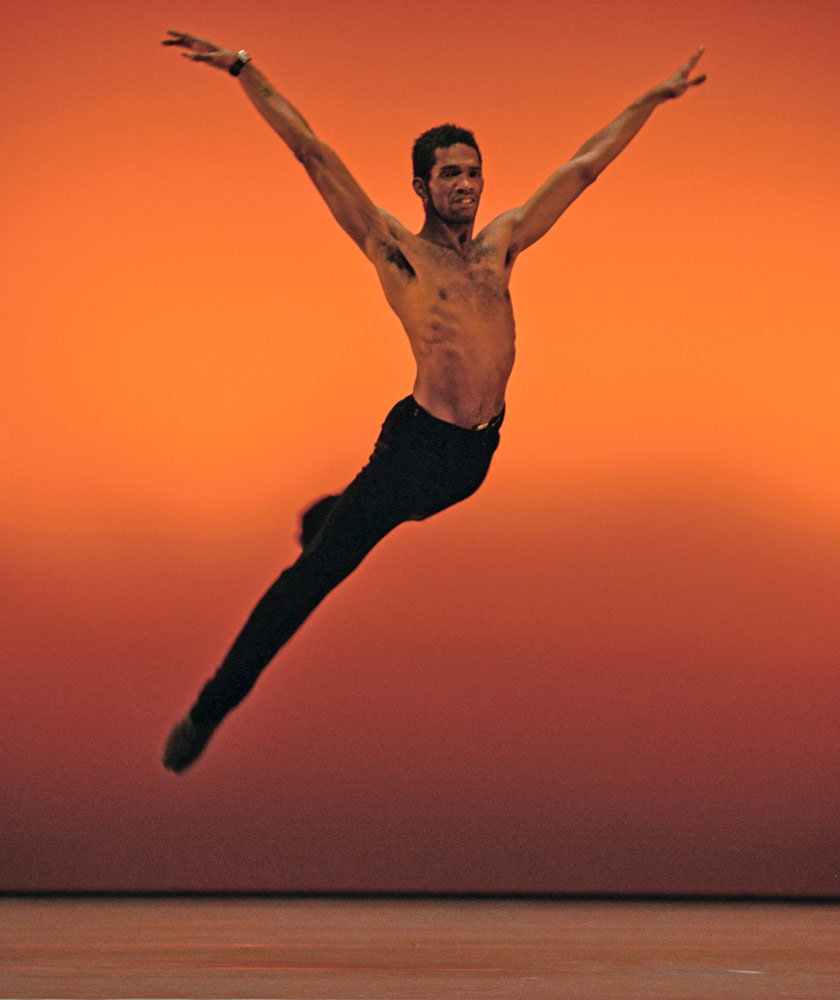 Junor Souza in Last Minute.© Dave Morgan, by kind permission of the Royal Opera House. (Click image for larger version)