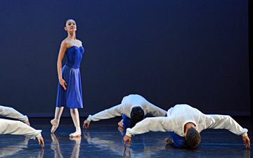 Nancy Burer, surrounded by Nathan Brhane, Daniel Cooke, Thomas Van Damme and Wentao Li in Hans van Manen's Kwintet.© Dave Morgan. (Click image for larger version)