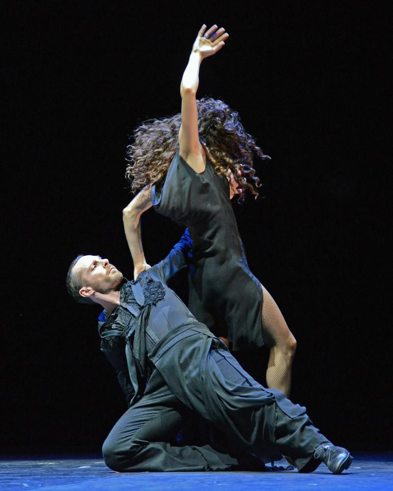 Damien Fournier and Silvina Cortes in <I>milonga</I>.<br />© Dave Morgan. (Click image for larger version)