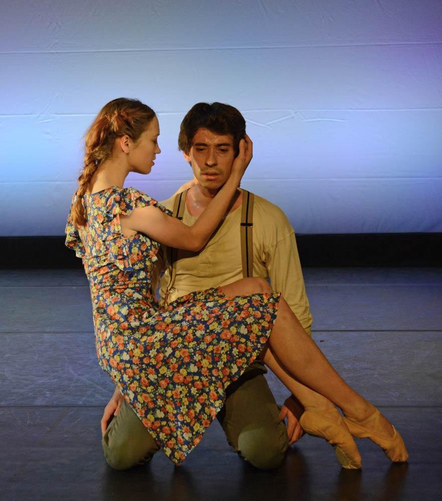 Ksenia Ovsyanick and Guilherme Menezes in Makoto Nakamura's <I>Ripple Effect</I>.<br />© Dave Morgan. (Click image for larger version)