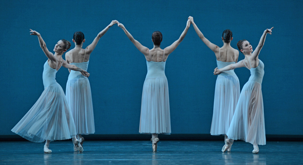 Helen Crawford, Hikaru Kobayashi, Lauren Cuthbertson, Beatriz Stix-Brunell and Claire Calvert in Serenade.© Dave Morgan, courtesy the Royal Opera House. (Click image for larger version)