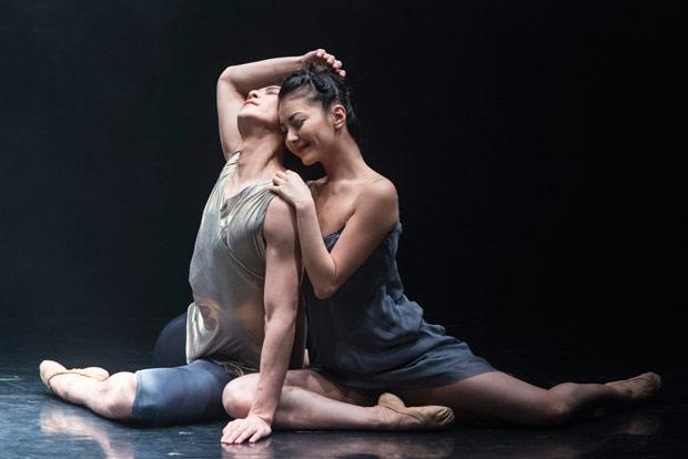 Yuhui Choe and Kenta Kura in Mayuri Boonham's <I>The Human Edge</I>.<br />© Foteini Christofilopoulou, courtesy the Royal Opera House. (Click image for larger version)