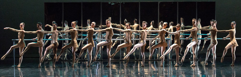 Malandain Ballet Biarritz in Magifique.© Stas Levshin. (Click image for larger version)
