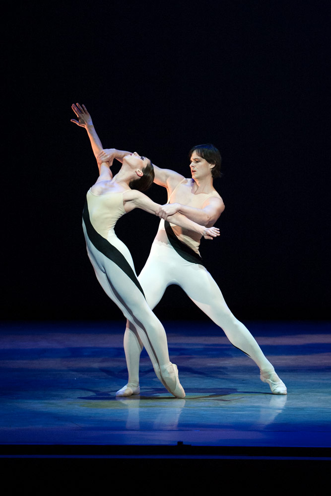 Tamas Krizsa and Kateryna Derechyna in Choo-San Goh's Momentum.© Theo Kossenas. (Click image for larger version)