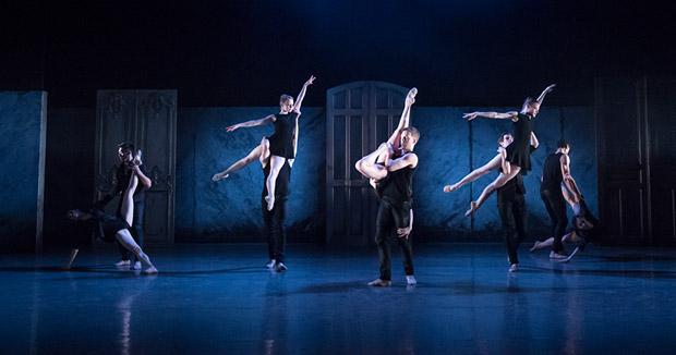 Birmingham Royal Ballet in <I>Kin.</I><br />© Bill Cooper. (Click image for larger version)