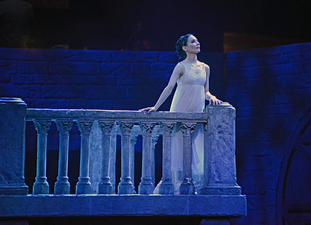 Tamara Rojo in <I>Romeo and Juliet</I>.<br />© Dave Morgan. (Click image for larger version)