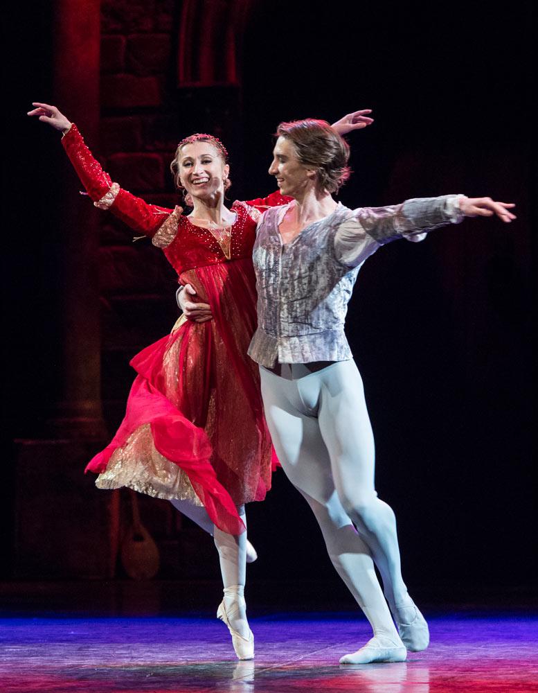 Daria Klimentová and Vadim Muntagirov in <I>Romeo and Juliet</I>.<br />© Foteini Christofilopoulou. (Click image for larger version)