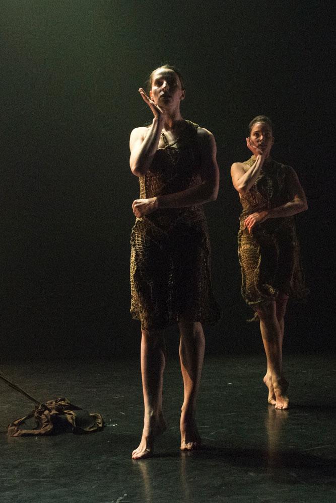 Kim Kohlmann and Aimée Lagrange in <I>Skinship</I>, choreographed by Kim Kohlmann.<br />© Foteini Christofilopoulou. (Click image for larger version)