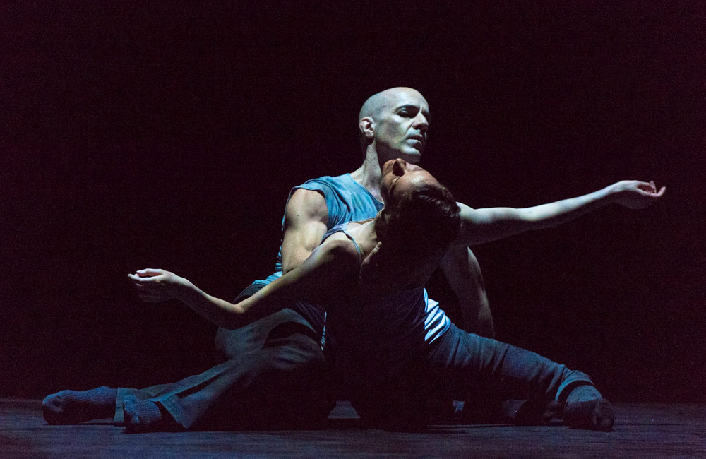 Russell Maliphant and Carys Staton in Still Current.© Foteini Christofilopoulou. (Click image for larger version)