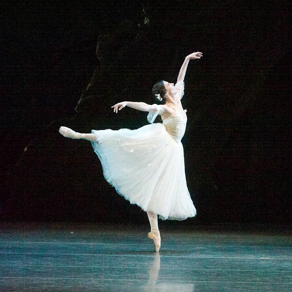 Alina Cojocaru in <I>Giselle</I>.<br />© Gene Schiavone. (Click image for larger version)