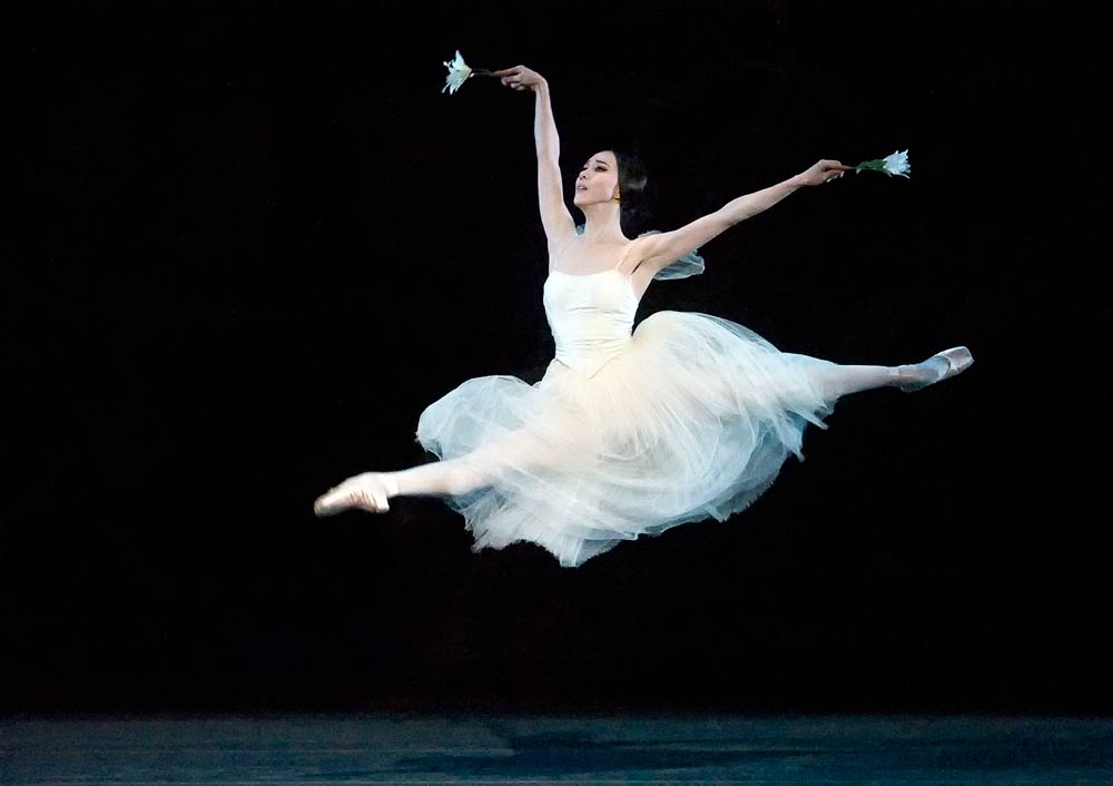 Hee Seo in <I>Giselle</I>.<br />© Gene Schiavone. (Click image for larger version)