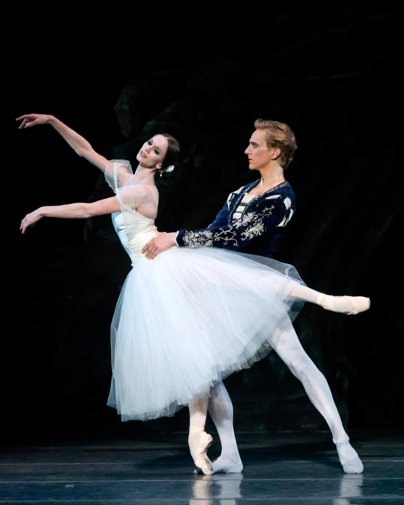Polina Semionova and David Hallberg in <I>Giselle</I>.<br />© Gene Schiavone. (Click image for larger version)