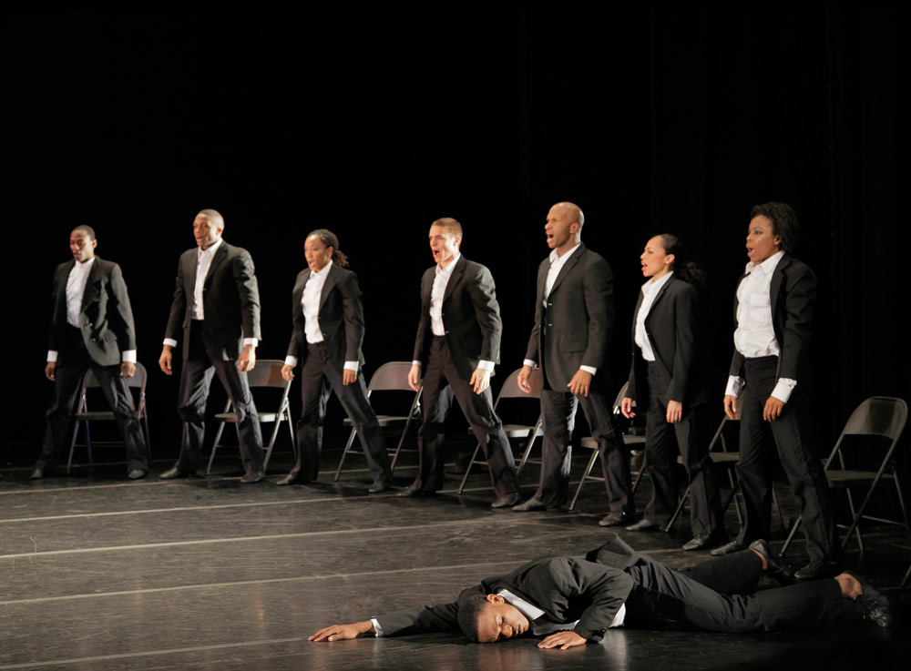 Alvin Ailey American Dance Theater in Ohad Naharin's <I>Minus 16</I>.<br />© Paul Kolnik. (Click image for larger version)