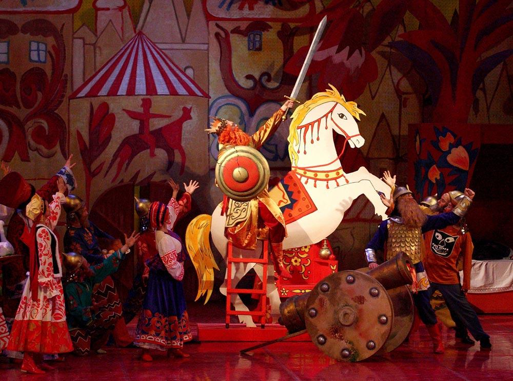 Oleg Fomin (on horse as King Dodon) in <I>The Golden Cockerel</I> (<I>Le Coq d'Or</I>).<br />© Valeria Komissarova. (Click image for larger version)