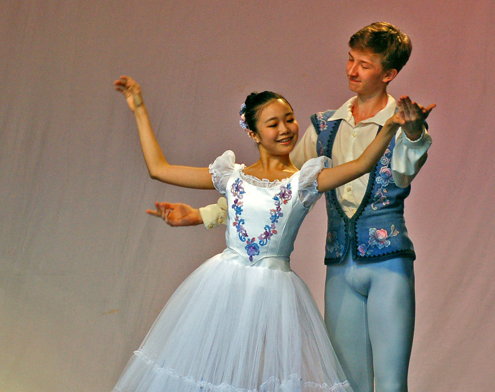 From 2007: Shiori Kase and Vadim Muntagirov, when the Royal Ballet School staged a performance in the Covent Garden Piazza (2nd June 2007).<br />© Dave Morgan. (Click image for larger version)