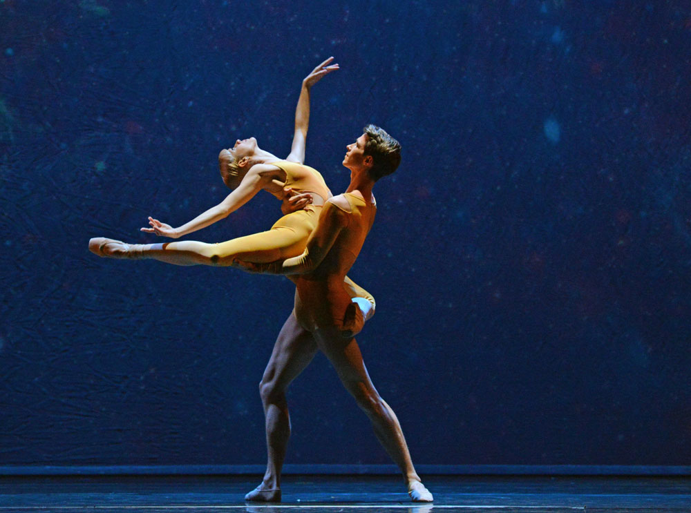 Mercedes Schindler and Joshua Barwick in Valentino Zucchetti's <I>Orbital Motion</I>.<br />© Dave Morgan. (Click image for larger version)