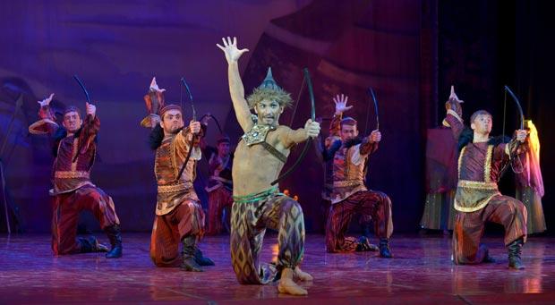Les Saisons Russes / Natalia Sats Opera & Ballet - <I>Polovtsian Dances</I>.<br />© Elena Lapina. (Click image for larger version)