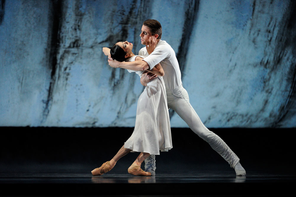 Yuan Yuan Tan and Luke Ingham in Liam Scarlett's <I>Hummingbird</I>.<br />© Erik Tomasson. (Click image for larger version)