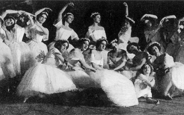 Les Sylphides in 1910.© & courtesy of Isabelle Fokine and Fokine Estate Archive. (Click image for larger version)