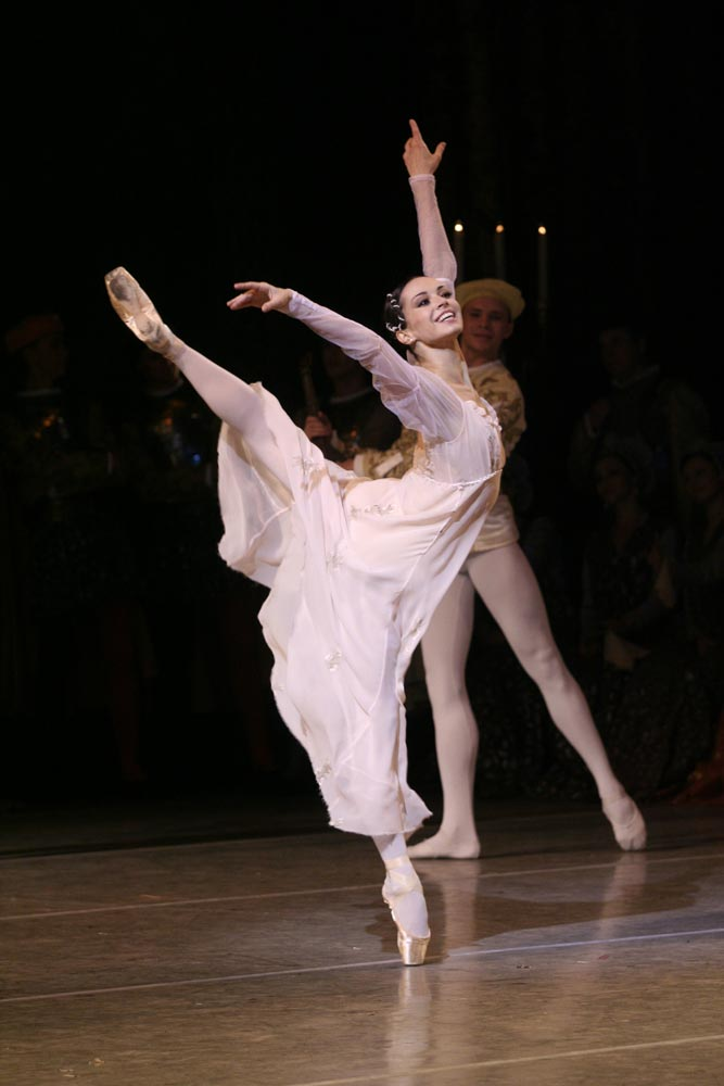 Diana Vishneva in Romeo and Juliet.© Natasha Razina. (Click image for larger version)