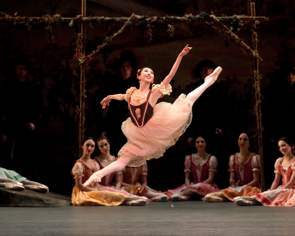Yuriko Kajiya in the peasant pas de deux from <I>Giselle</I>.<br />© Rosalie O'Connor. (Click image for larger version)