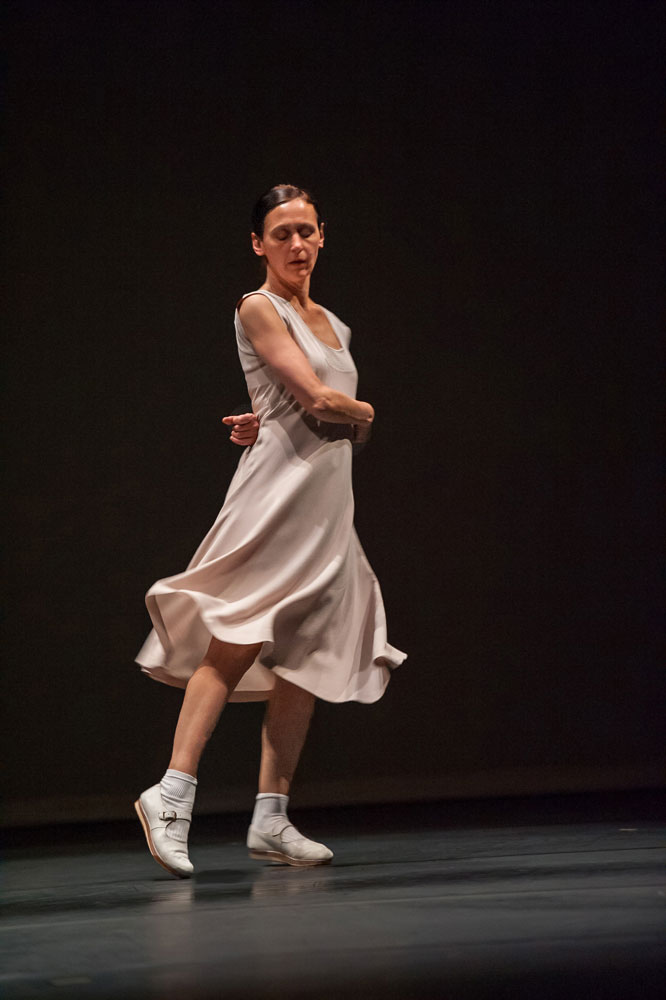 Anne Teresa De Keersmaeker in Fase, Four Movements to the Music of Steve Reich.© Stephanie Berger. (Click image for larger version)