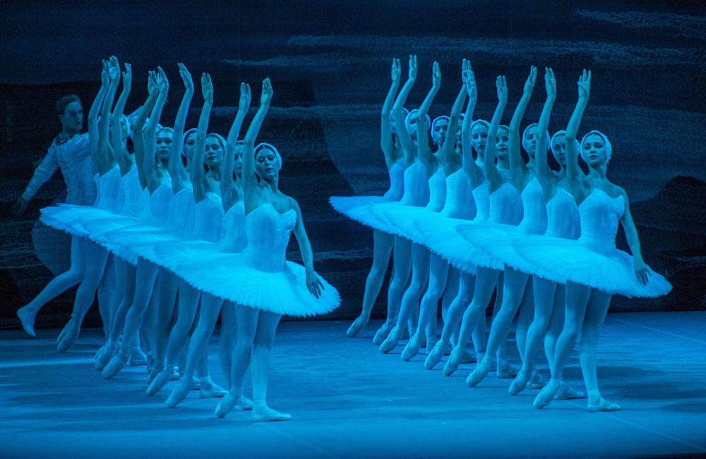 Bolshoi Ballet in <I>Swan Lake</I>.<br />© Stephanie Berger. (Click image for larger version)