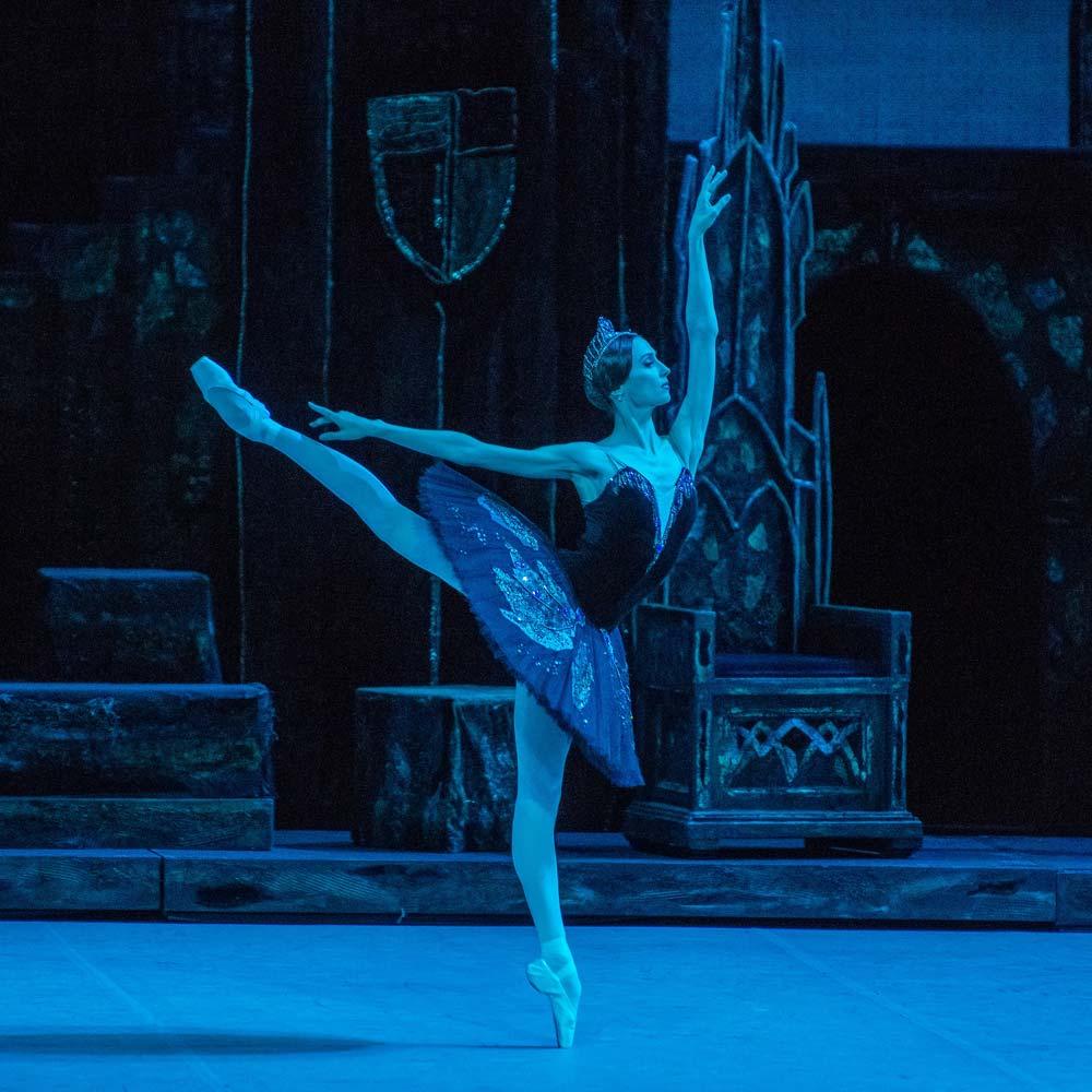 Svetlana Zakharova in <I>Swan Lake</I>.<br />© Stephanie Berger. (Click image for larger version)