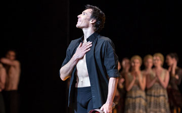 Nicolas Le Riche farewell - final curtain calls.© Sébastien Mathé / Opéra national de Paris. (Click image for larger version)