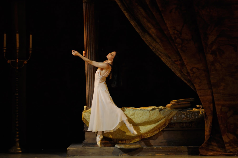 Diana Vishneva in Romeo and Juliet.© Valentin Baranovsky. (Click image for larger version)