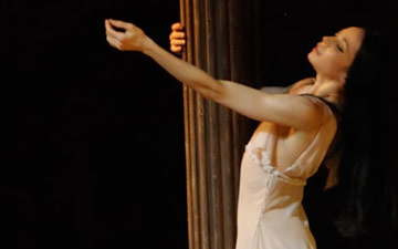 Diana Vishneva in Romeo and Juliet.© Valentin Baranovsky. (Click image for larger version)