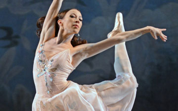 Vicktoria Tereshkina in A Midsummer Night's Dream.© Dave Morgan. (Click image for larger version)