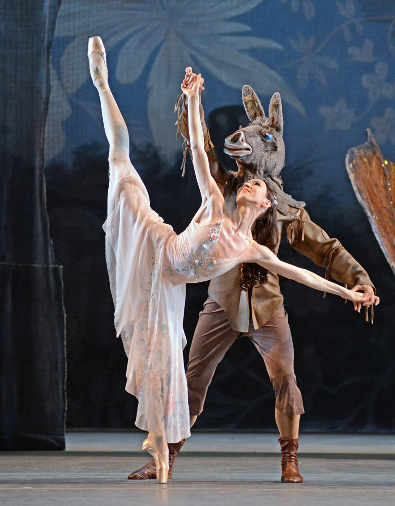 Viktoria Tereshkina (and Dimitri Vedeneev) in <I>A Midsummer Night's Dream</I>.<br />© Dave Morgan. (Click image for larger version)