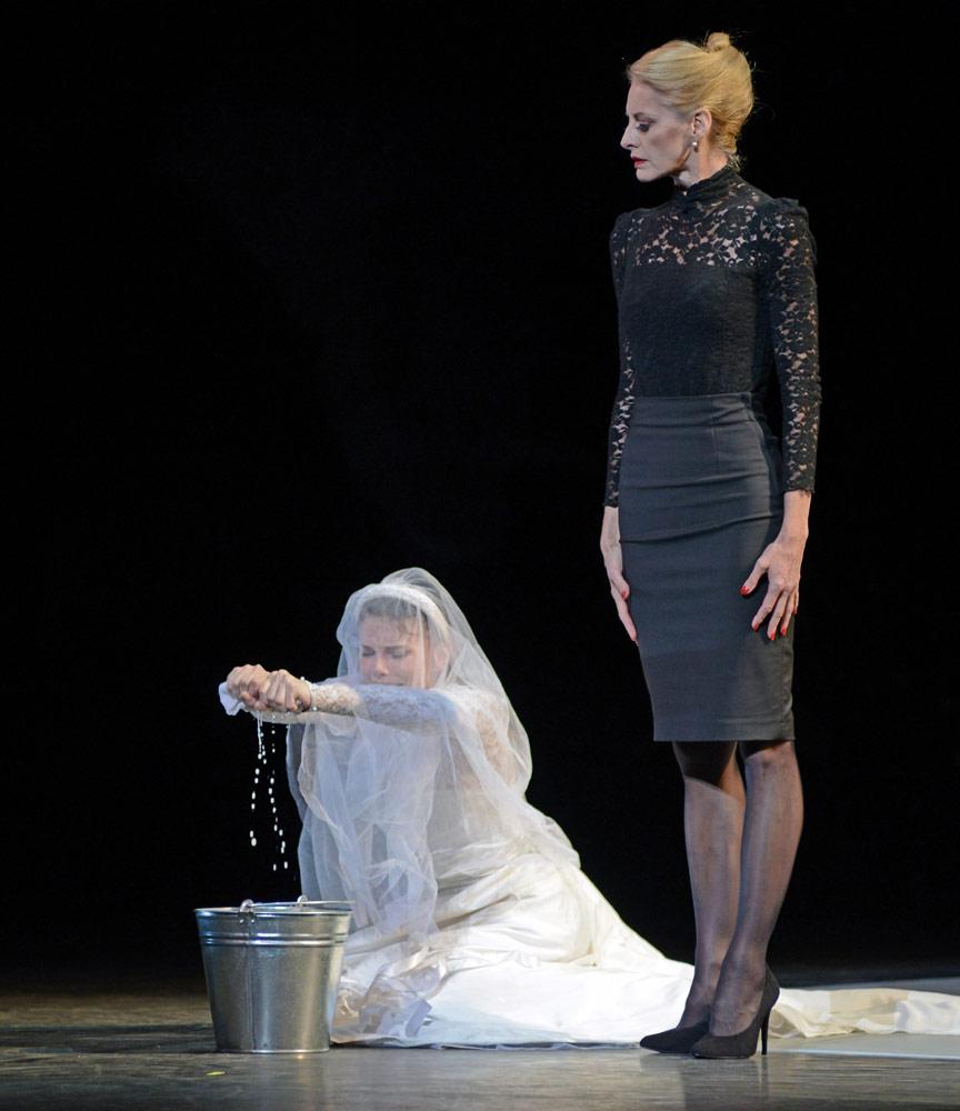 Natalia Osipova and Elizabeth McGorian in Arthur Pita's Facada.© Dave Morgan. (Click image for larger version)