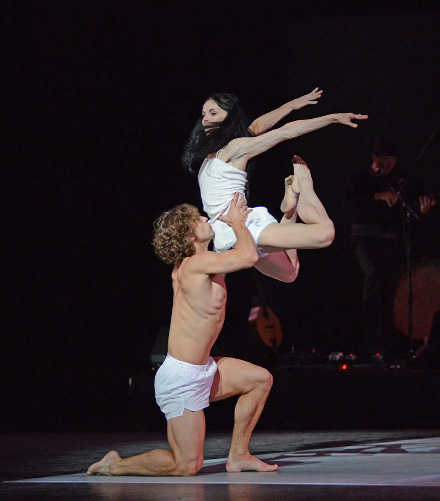 Natalia Osipova and Ivan Vasiliev in Arthur Pita's <I>Facada</I>.<br />© Dave Morgan. (Click image for larger version)