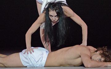 Natalia Osipova and Ivan Vasiliev in Arthur Pita's Facada.© Dave Morgan. (Click image for larger version)