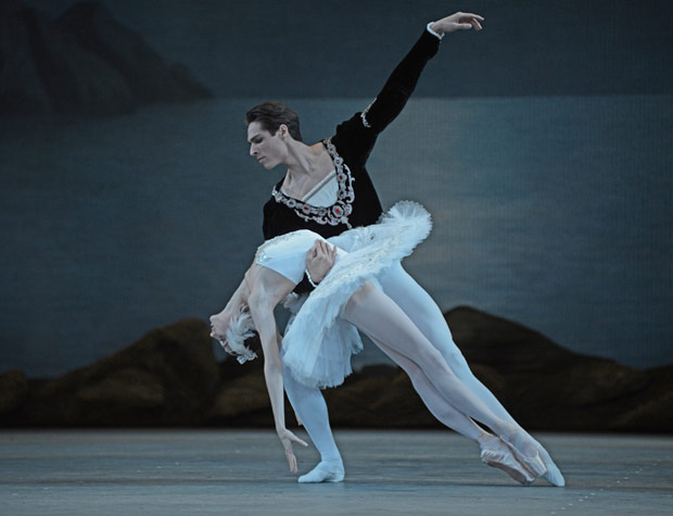 Oxana Skorik and Timur Askerov in <I>Swan Lake</I>.<br />© Dave Morgan. (Click image for larger version)