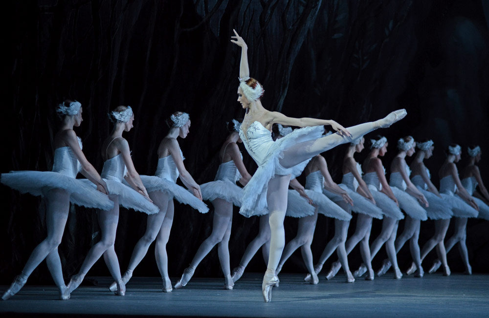 Yulia Stepanova and the corps de ballet in Swan Lake.© Dave Morgan. (Click image for larger version)