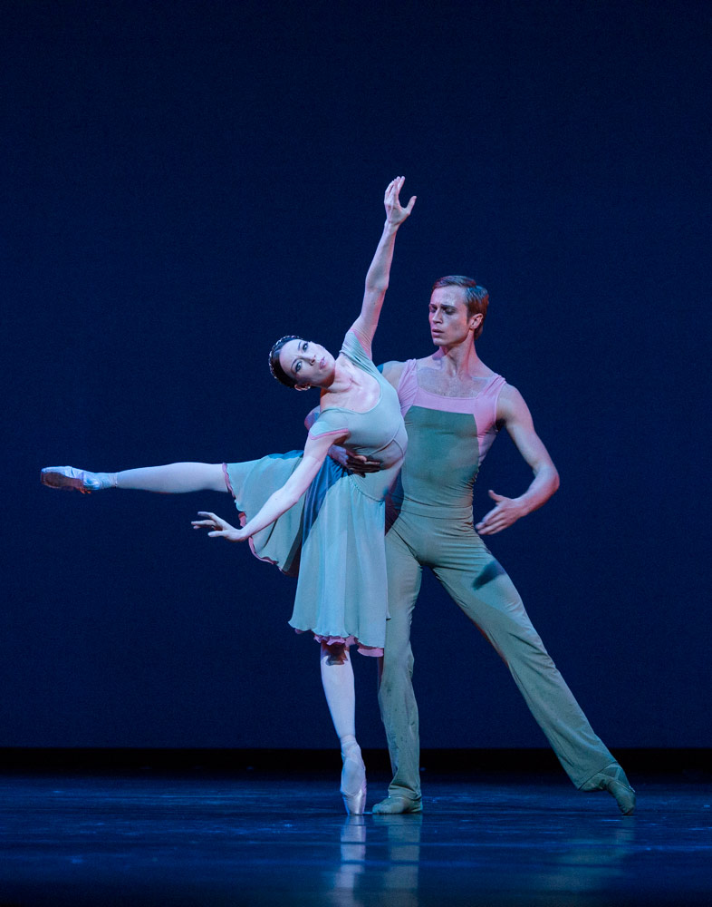 Viktoria Tereshkina and Andrei Yermakov in <I>Concerto DSCH</I>.<br />© Foteini Christofilopoulou. (Click image for larger version)